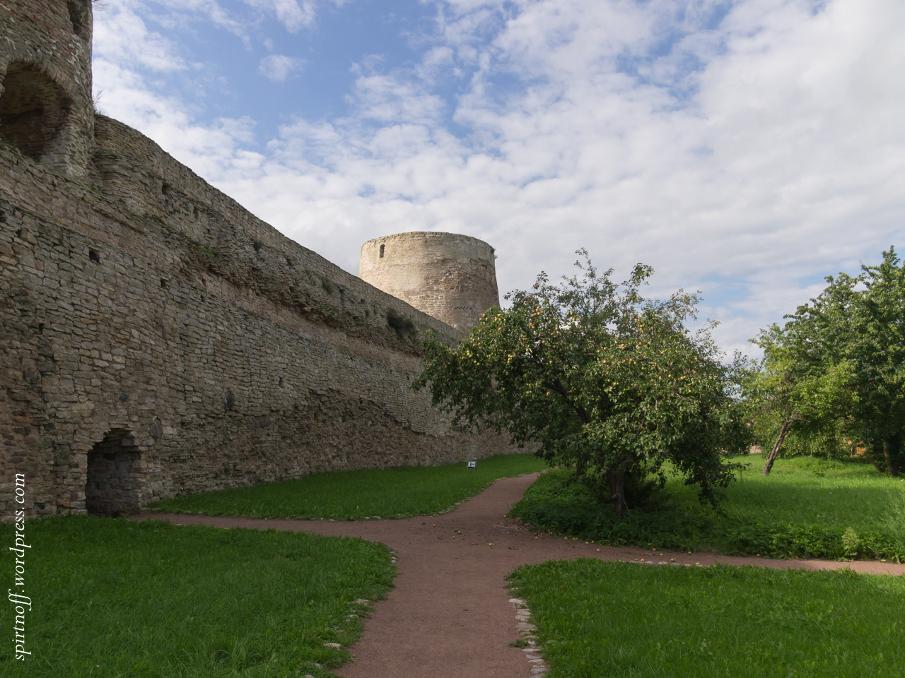 blog-80-of-97-p8086346 Путешествия  Изборская крепость