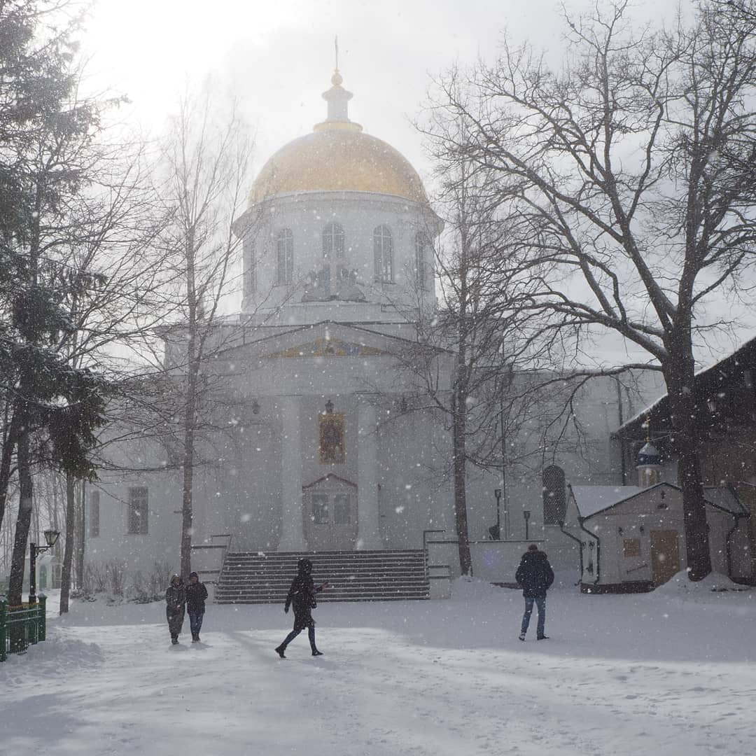 Путешествия  Печоры. Монастырь. Снегопад